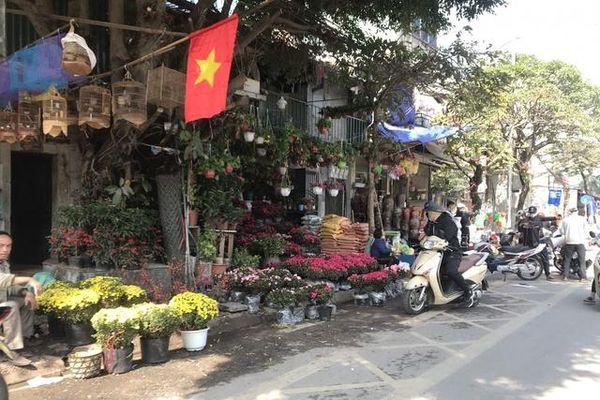 Hà Nội: Người dân nhộn nhịp mua sắm chiều 30 Tết