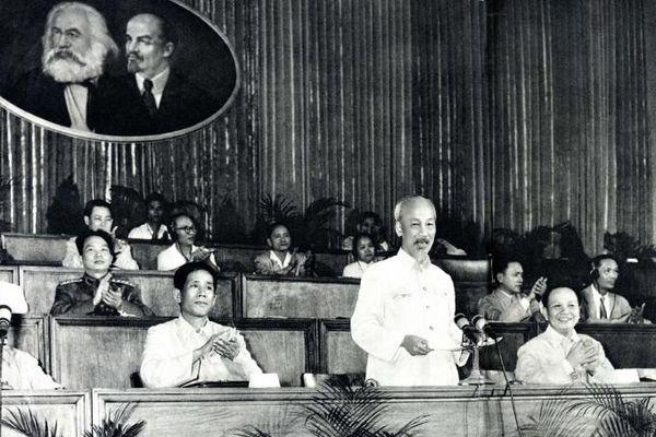 Những ngày Bác Hồ dự Đại hội III của Đảng