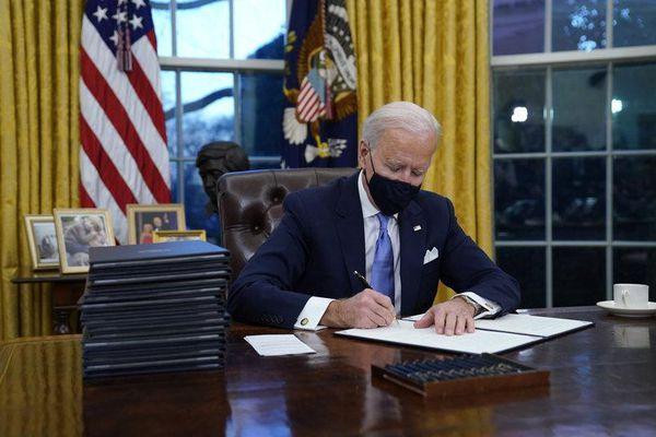 Câu chuyện đằng sau hòn đá Mặt trăng trong phòng Bầu Dục của Tổng thống Biden