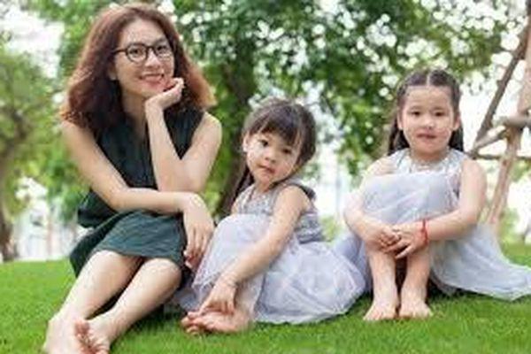 Thưởng tiền hoặc hiện vật cho phụ nữ sinh đủ 2 con trước 35 tuổi