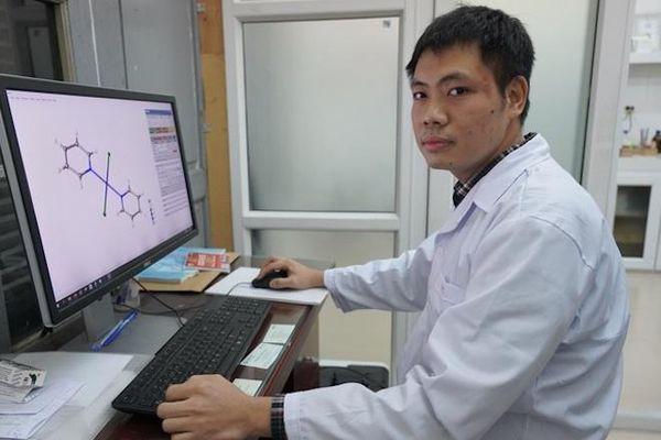 Đam mê chinh phục các phản ứng hóa học của phó giáo sư trẻ nhất Việt Nam 2020