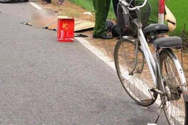 Người đàn ông đi xe đạp tự ngã xuống đường, tử vong