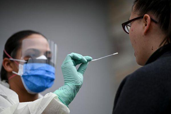 Những bộ xét nghiệm có thể phát hiện người nhiễm biến chủng virus mới