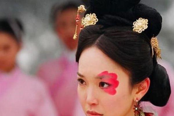 5 người phụ nữ xấu nhất lịch sử Trung Hoa phong kiến: Dung mạo trái ngược phận đời, dù không phải 'hồng nhan' vẫn được hậu thế ngợi ca