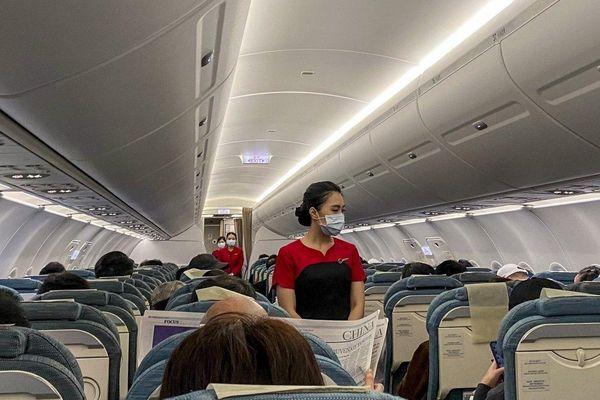 Hàng trăm tiếp viên hàng không Hong Kong đi bán bảo hiểm
