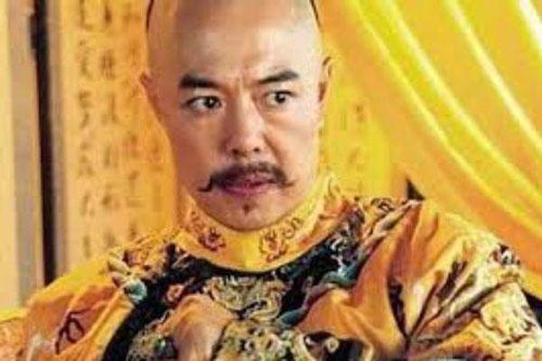 Cả đời Hoàng đế Càn Long viết hơn 40.000 bài thơ, trong đó có 1 bài thơ đặc biệt được thêm vào sách giáo khoa vì... quá dễ thuộc