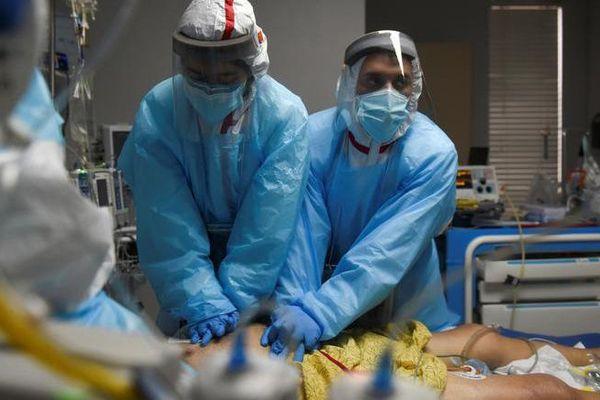 Số ca nhiễm Covid-19 mới ở Mỹ giảm 5 tuần liên tiếp