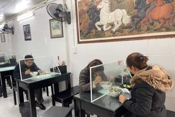 Siết chặt công tác phòng, chống dịch Covid-19 tại Hà Nội: Hàng quán đóng cửa, di tích dừng đón khách