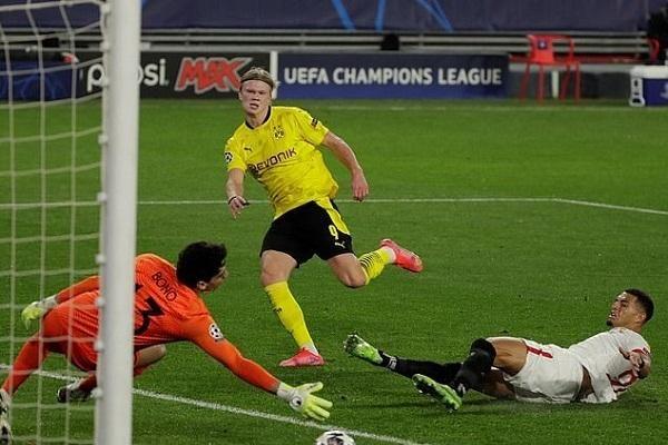 Dortmund và Porto có lợi thế, Man 'xanh' bỏ xa Man 'đỏ'