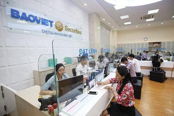 'Tiền rẻ' vẫn tạo động lực hỗ trợ thị trường chứng khoán