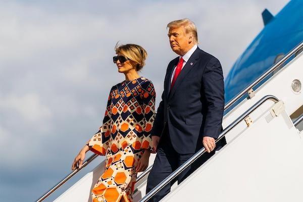 Bị truyền thông tố lạnh nhạt với chồng, bà Melania Trump bất ngờ phản pháo