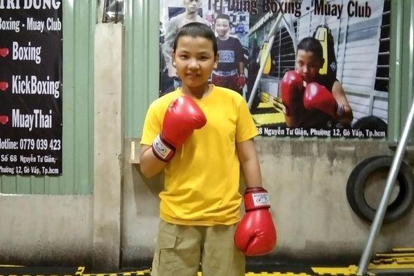 'Võ sĩ' boxing nhí mắc ung thư mô: 'Nhà nghèo nên con cố gắng tập boxing, vào đội tuyển có lương phụ ba'