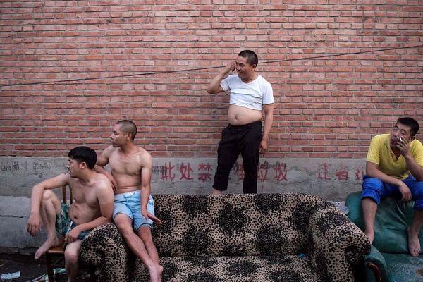 Ba việc lớn 'nặng như núi' của đàn ông Trung Quốc: Mua xe, tậu nhà, lấy vợ