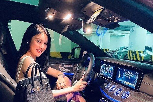 Bóc giá xế hộp bạc tỷ của Á quân Tình Bolero 2019 Lily Chen