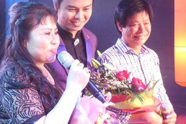 'Mai Vàng' Võ Minh Lâm lần đầu song ca cổ cùng cha và mẹ