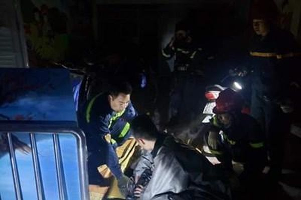 Cứu thành công nạn nhân ngạt khói vụ cháy trong đêm ở Nam Từ Liêm