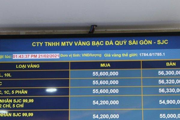 Giá vàng giảm trong ngày vía Thần Tài dù nhu cầu mua tăng mạnh