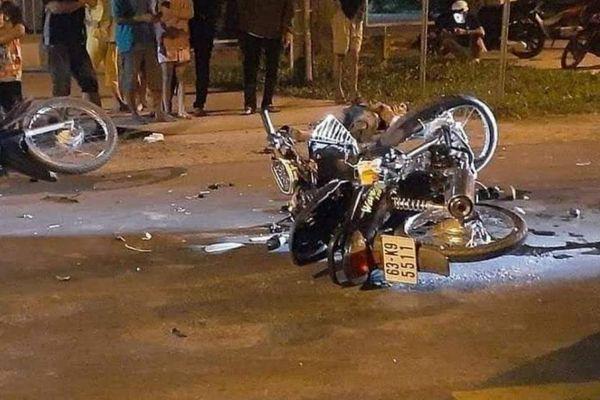 Hai mô tô chạy tốc độ cao tông nhau ở Long An, 2 thanh niên thương vong