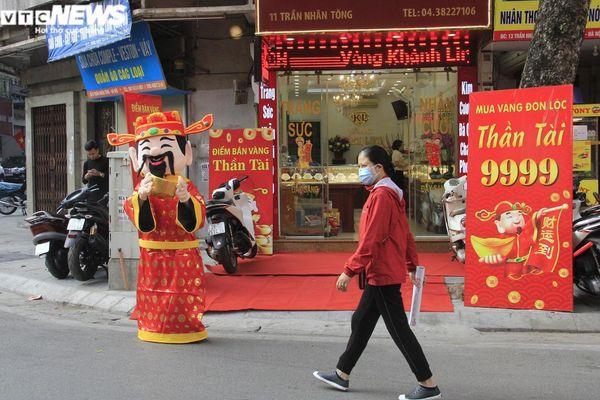 Cửa hàng vàng ngày vía thần Tài: Nơi đông đúc, chỗ vắng tanh