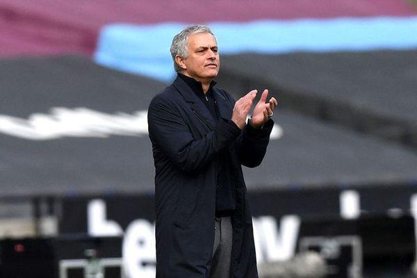 Mourinho 'đòi' 1 điểm cho Tottenham sau trận thua West Ham