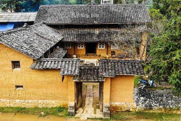 Tận mục căn nhà cổ trăm tuổi tại Hà Giang
