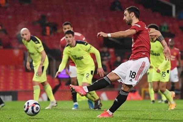 Man Utd đánh bại Newcastle giành lại ngôi nhì bảng