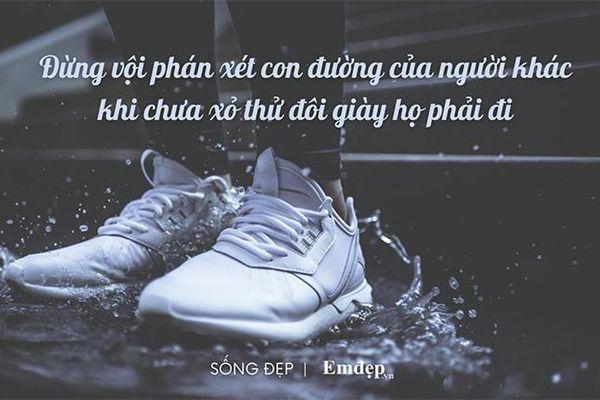 Chớ vội phán xét con đường của người khác khi chưa xỏ thử đôi giày họ phải đi