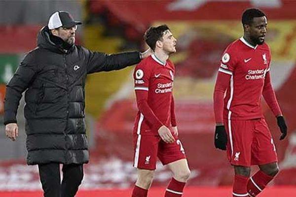 Neville: 'Liverpool trông như đám zombie trên sân'