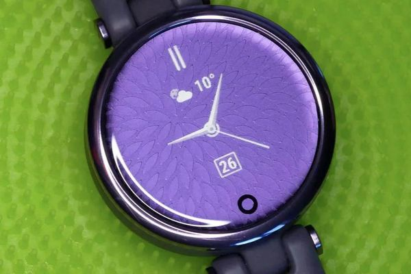 Garmin ra mắt đồng hồ thông minh cho phái đẹp Lily tại VN