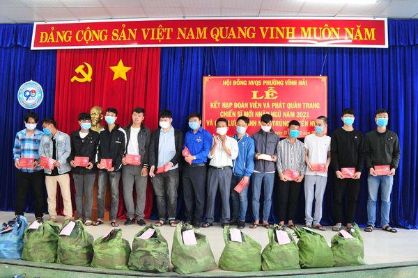 Phường Vĩnh Hải: Kết nạp Đoàn cho 27 thanh niên trúng tuyển nghĩa vụ quân sự năm 2021