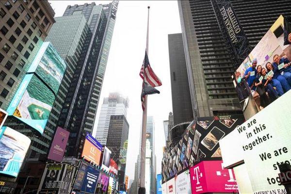 Nước Mỹ treo cờ rủ trong 5 ngày để tướng nhớ nửa triệu người chết vì Covid-19