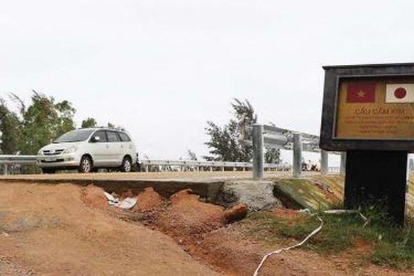 Quảng Nam: Nghịch lý cầu xây xong… không thông xe