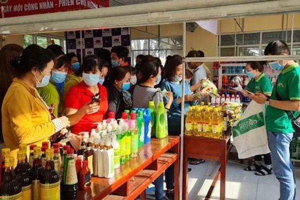 TP HCM: Huyện Bình Chánh tổng kết hoạt động chăm lo Tết cho người lao động