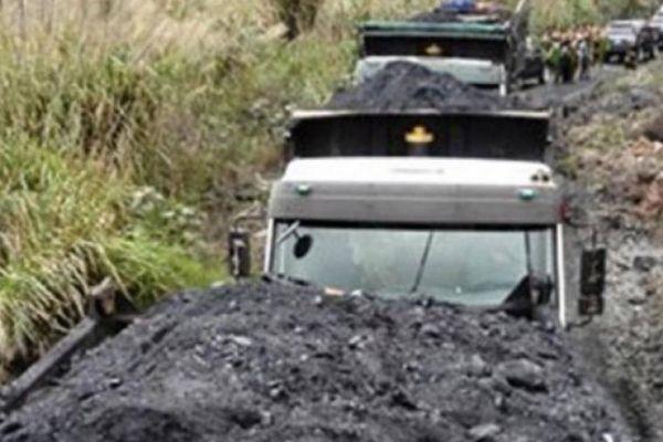 Bắt 12 đối tượng, thu gần 100 nghìn tấn than khai thác trái phép ở Cẩm Phả