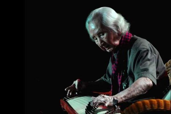 Nhạc sư Vĩnh Bảo và bí quyết trên 100 tuổi vẫn ung dung dạy đờn, dạo nhạc