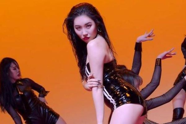 Vũ đạo mới của Sunmi bị chỉ trích phản cảm