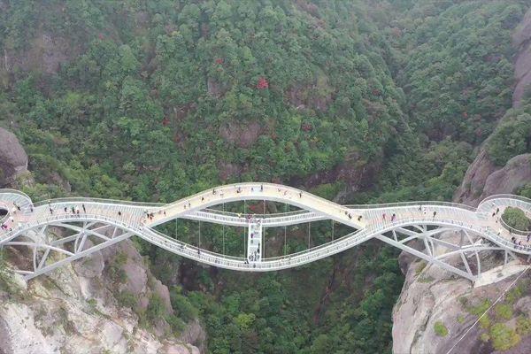 Cây cầu hình xoắn ốc độc đáo ở Trung Quốc