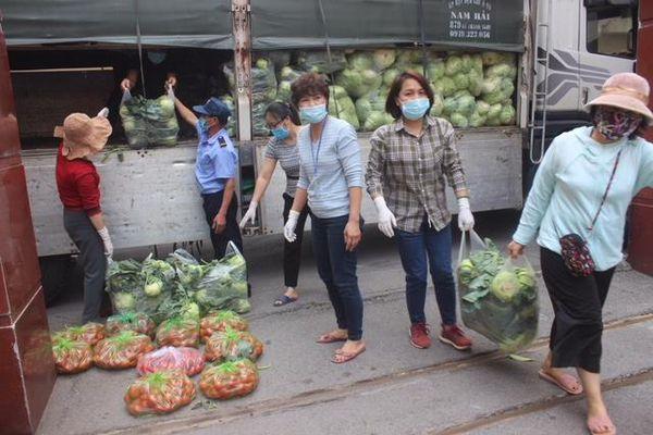 Hội Nông dân TP Hà Nội hỗ trợ nông dân Hải Dương, Mê Linh tiêu thụ gần 40 tấn rau, củ, quả