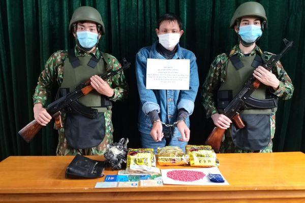 Quảng Bình: Bắt giữ đối tượng vận chuyển 3kg ma túy đá và 800 viên ma túy tổng hợp