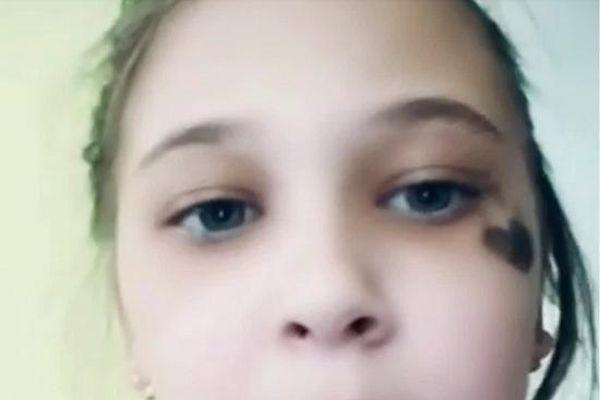 Nhầm tưởng là bạn thân khi nghe tiếng gõ cửa, bé gái 9 tuổi nhận kết cục đau lòng