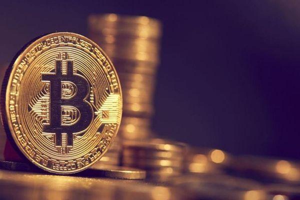 Square mạnh tay 'đổ tiền', Bitcoin lại vượt 50.000 USD