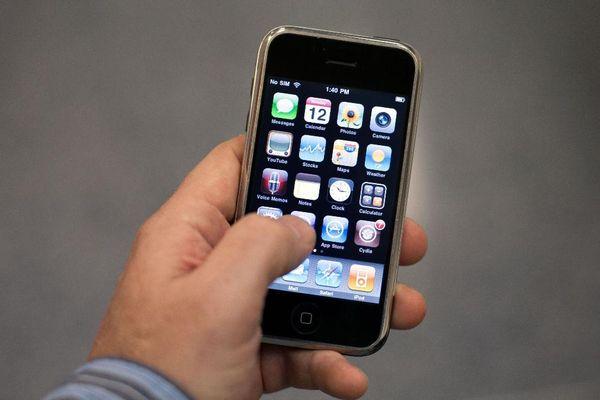 iPhone đời đầu 'ăn hại' đến mức nào?