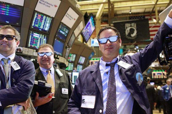 Mối lo lạm phát dịu đi, Dow Jones lập đỉnh cao lịch sử mới