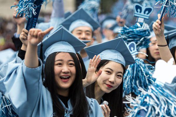 Phụ nữ Trung Quốc bị cấm theo học nhiều nghề