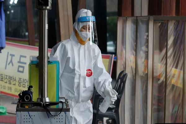 Hơn 113 triệu ca nhiễm Covid-19 trên toàn cầu, EU cảnh báo không nên sớm gỡ biện pháp hạn chế
