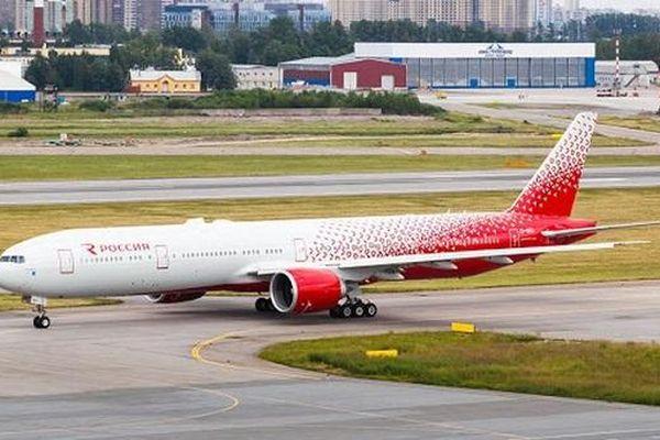 Thêm một máy bay Boeing 777 phải hạ cánh khẩn cấp vì sự cố động cơ