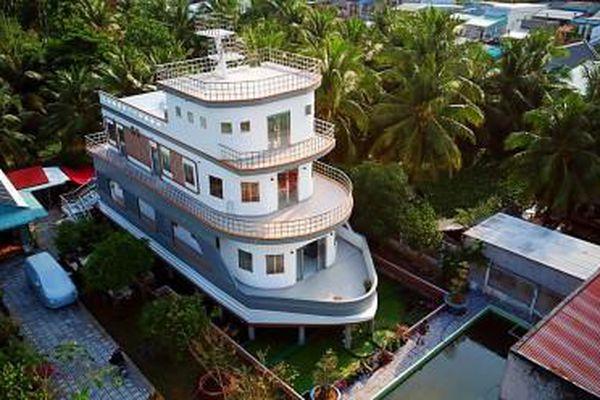 Độc lạ ngôi nhà du thuyền rộng hàng trăm mét 'nổi' trên mặt nước ở miền Tây