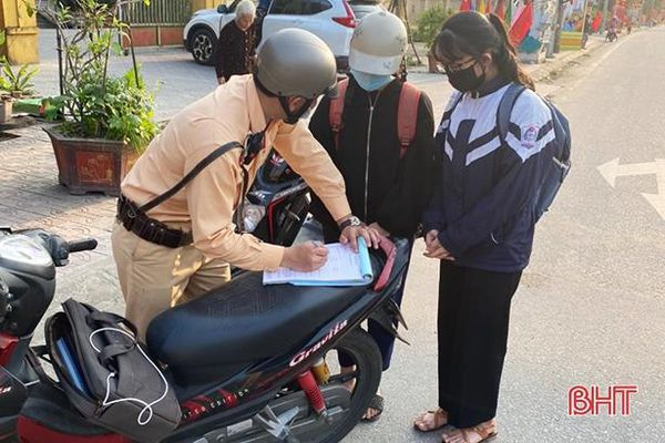 Xử phạt hơn 50 trường hợp vi phạm giao thông trên đường ven biển Hà Tĩnh