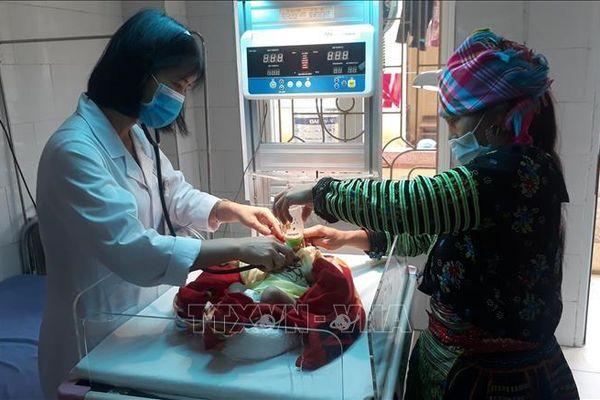 Cứu sống bệnh nhi sơ sinh nguy kịch ở Yên Bái