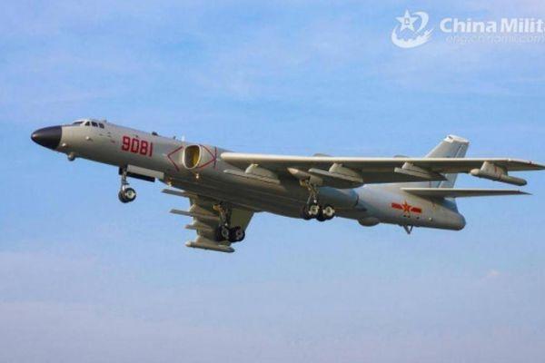 Mỹ, Trung Quốc thi nhau đưa chiến cơ, tàu sân bay hiện diện trên Biển Đông